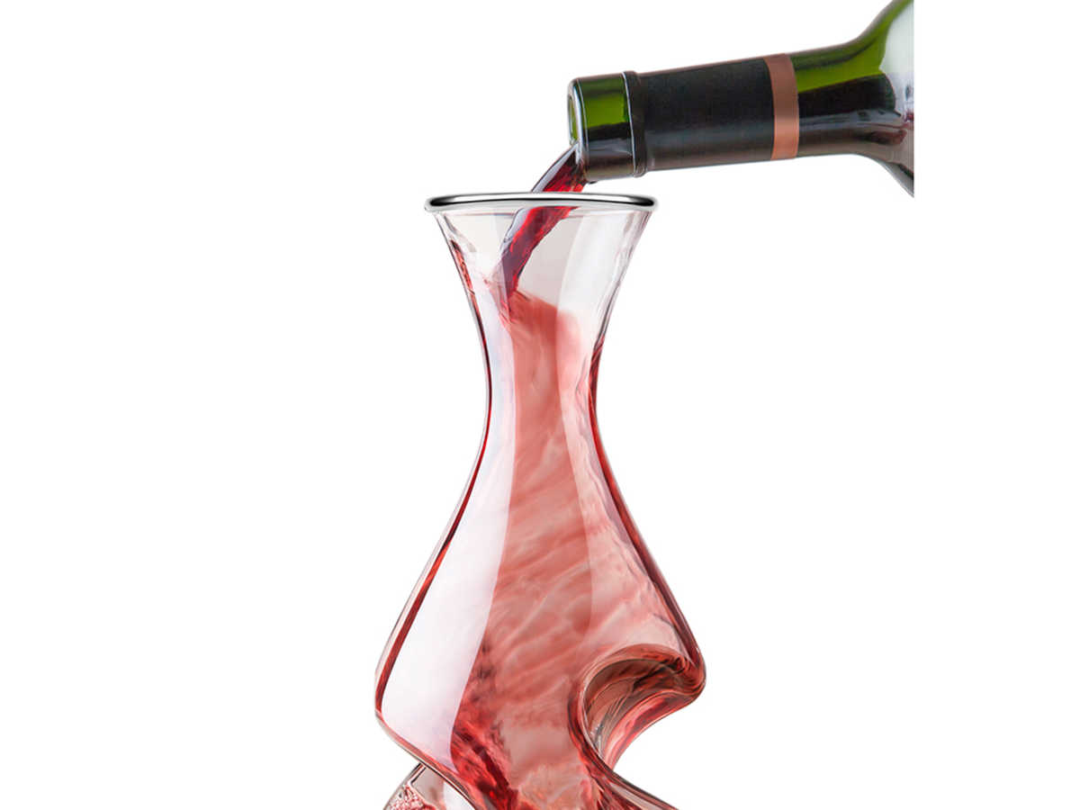 Created to aerate wine twice over, this glass Twist Decanter makes an eye-catching centerpiece. Sure to be the talk of the party for wine enthusiasts.