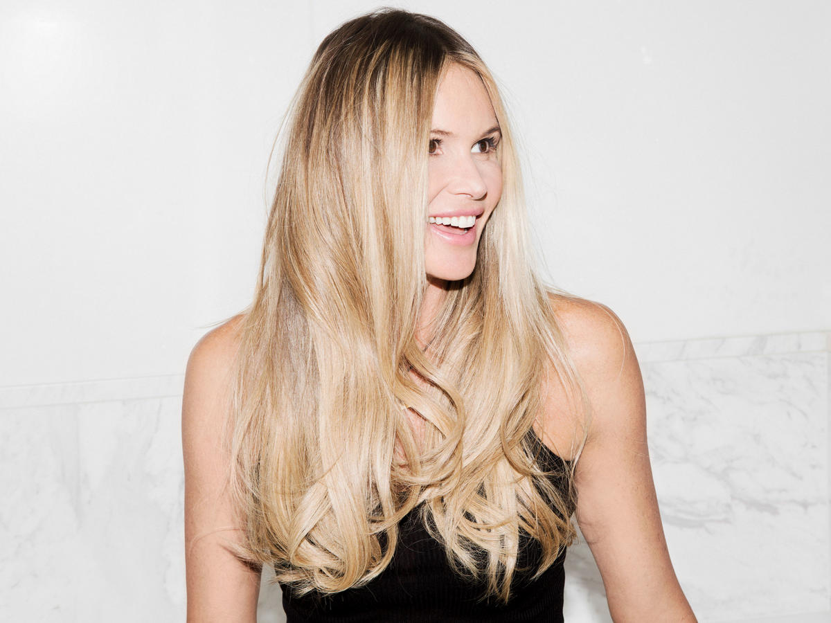 What's in Your Bag, Elle Macpherson?