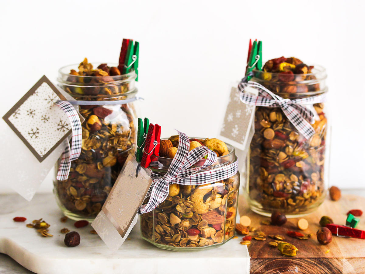 Our homemade granola is infused with a wealth of holiday flavor and hits every note on the salty-sweet-chewy-crunchy spectrum. Use any combination of nuts you like – though we love the pop of green from the pistachios. Fresh rosemary adds a rustic edge and earthiness, while silky molasses adds depth of flavor and a subtle sweetness reminiscent of gingerbread. This festive granola is the perfect edible gift when wrapped in a holiday bag or piled high in a mason jar. One serving boasts a hearty 3 grams of fiber and 6 grams of plant-powered protein. Now that's a gift that keeps on giving!