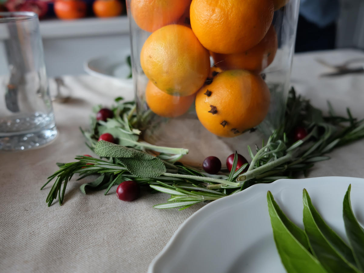 Clementine with Wreath Centerpiece Decor with Food image