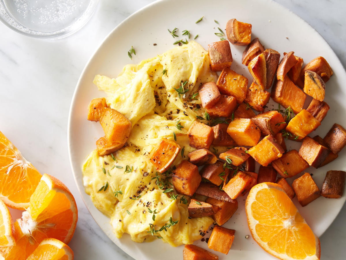 With the sweet potatoes already roasted the day before, this breakfast is ready in a flash. Serve with 1 orange or 2 clementines to complete the meal.