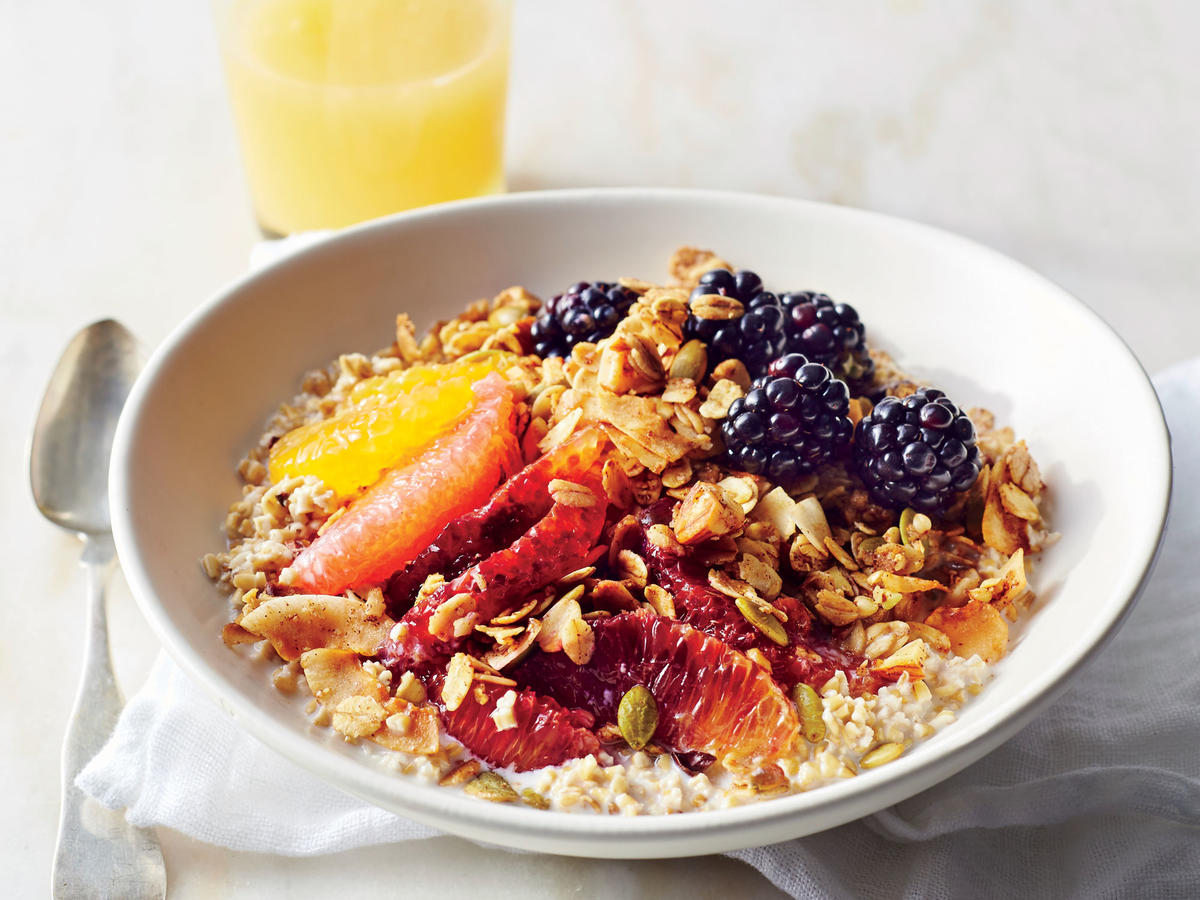 What to eat with granola for breakfast