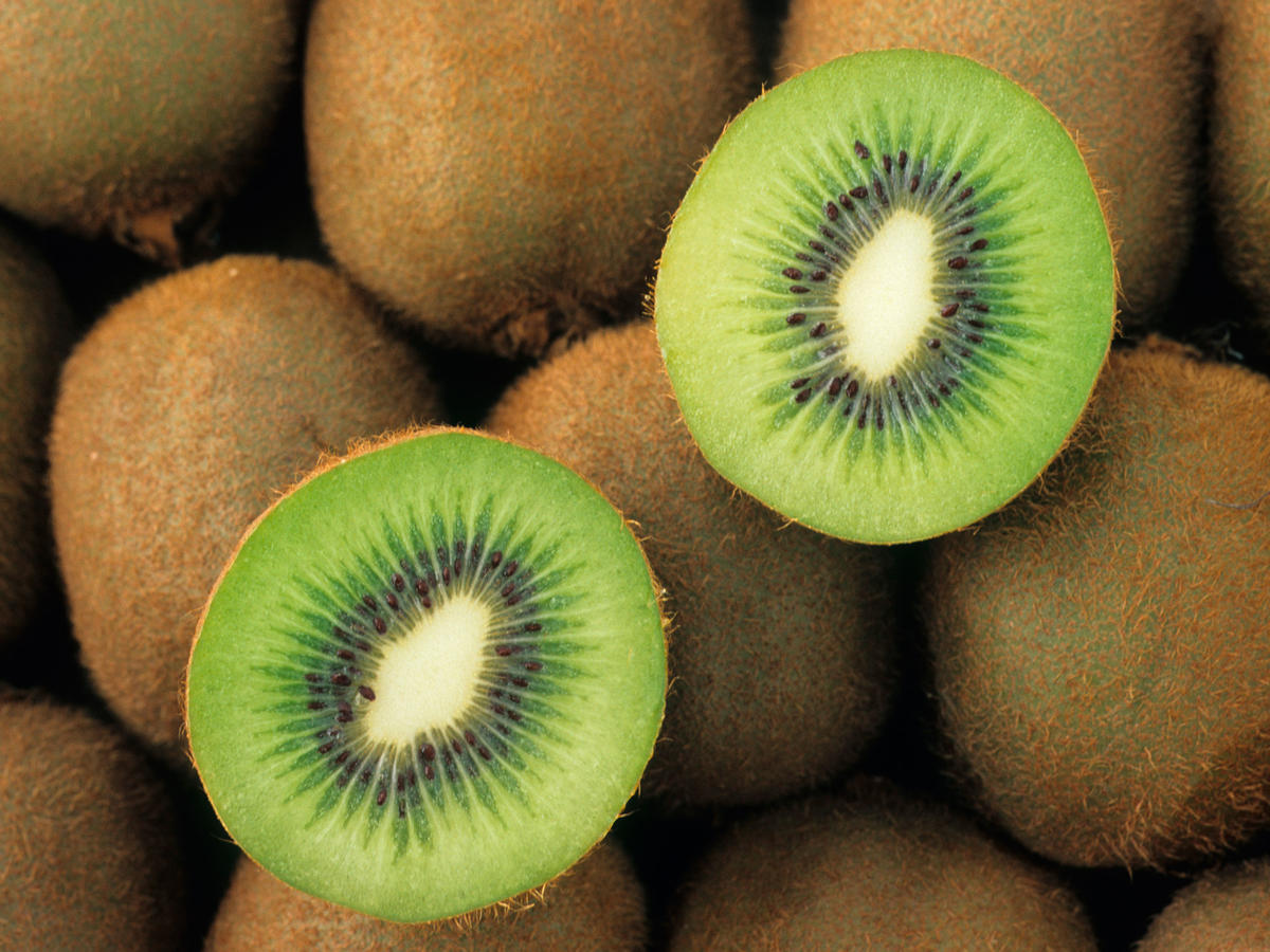 This 5-Second Kiwi-Peeling Hack Is Genius
