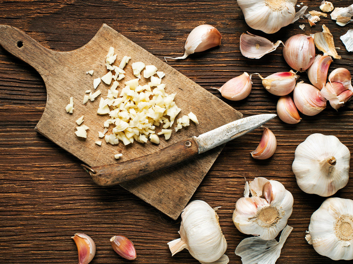Health Benefits of Raw Garlic - Cooking Light