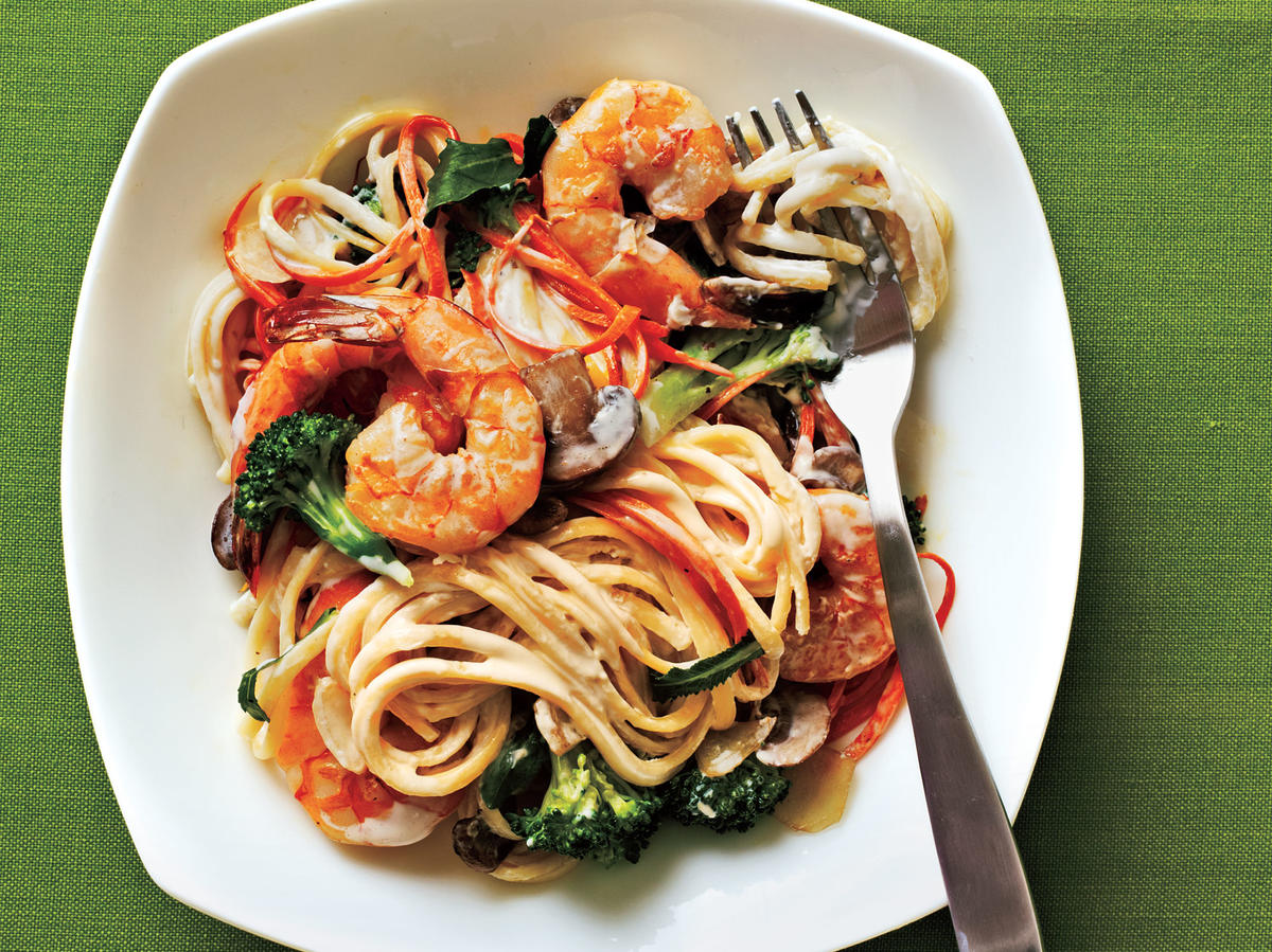 Creamy Linguine with Shrimp and Veggies Budget Cooking Recipe