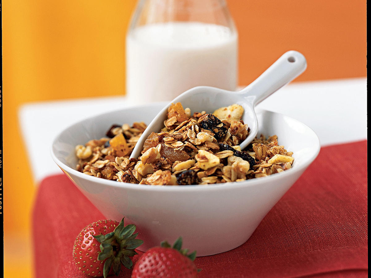 Quick and Healthy Three-Grain Breakfast Cereal with Walnuts and Dried Fruit