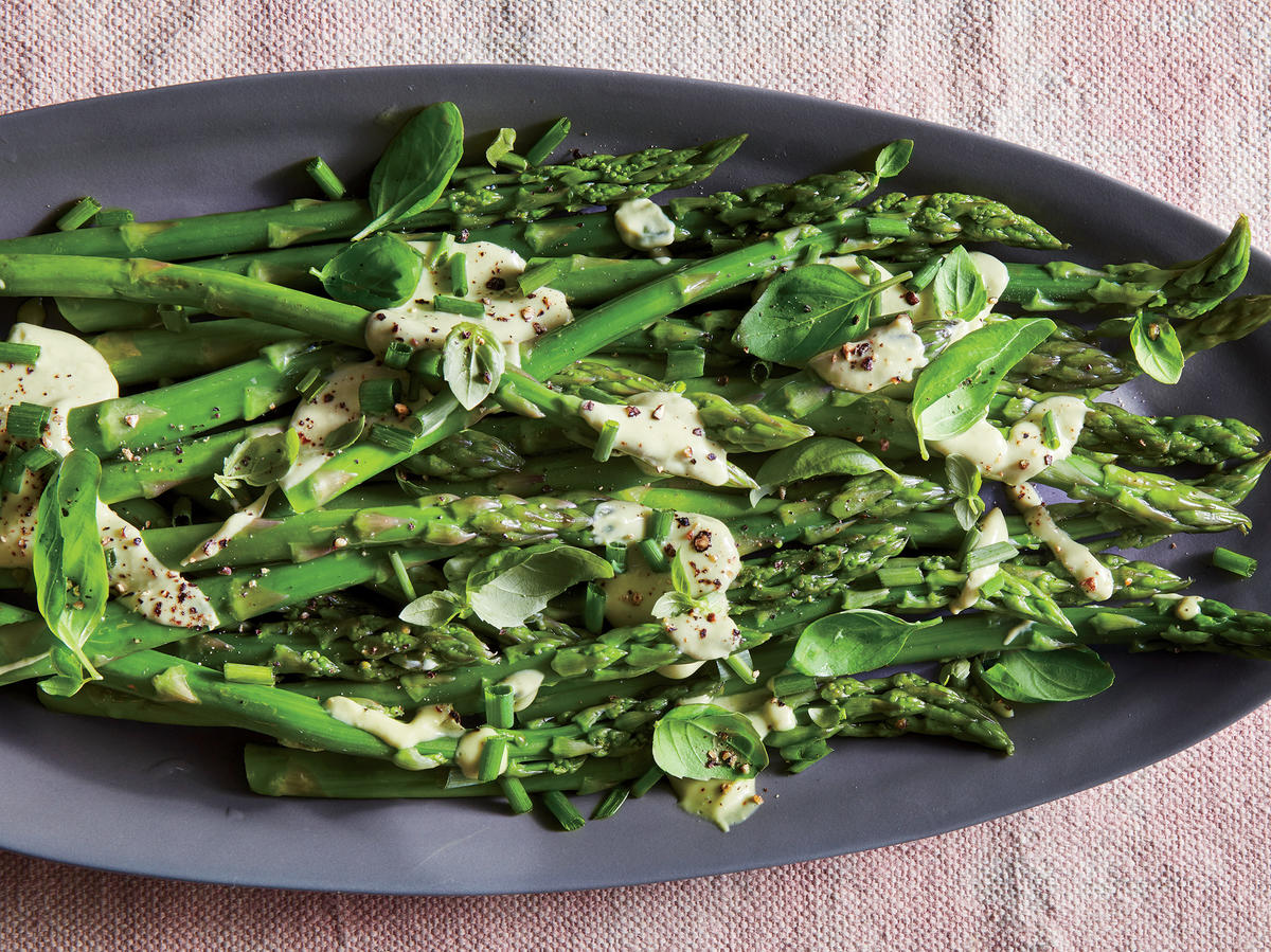 Asparagus With Avocado-Herb Dressing