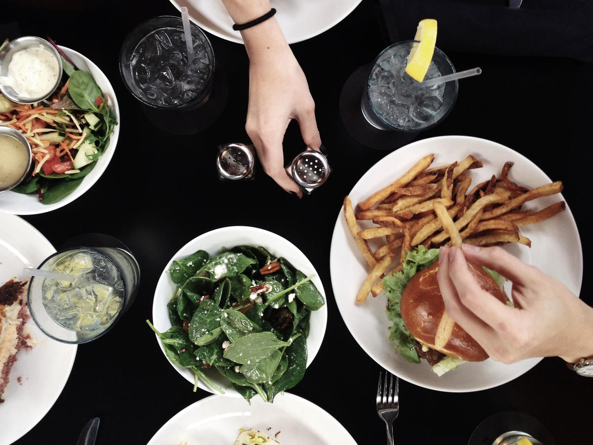 Americans Now Spend More on Restaurant Food Than Groceries