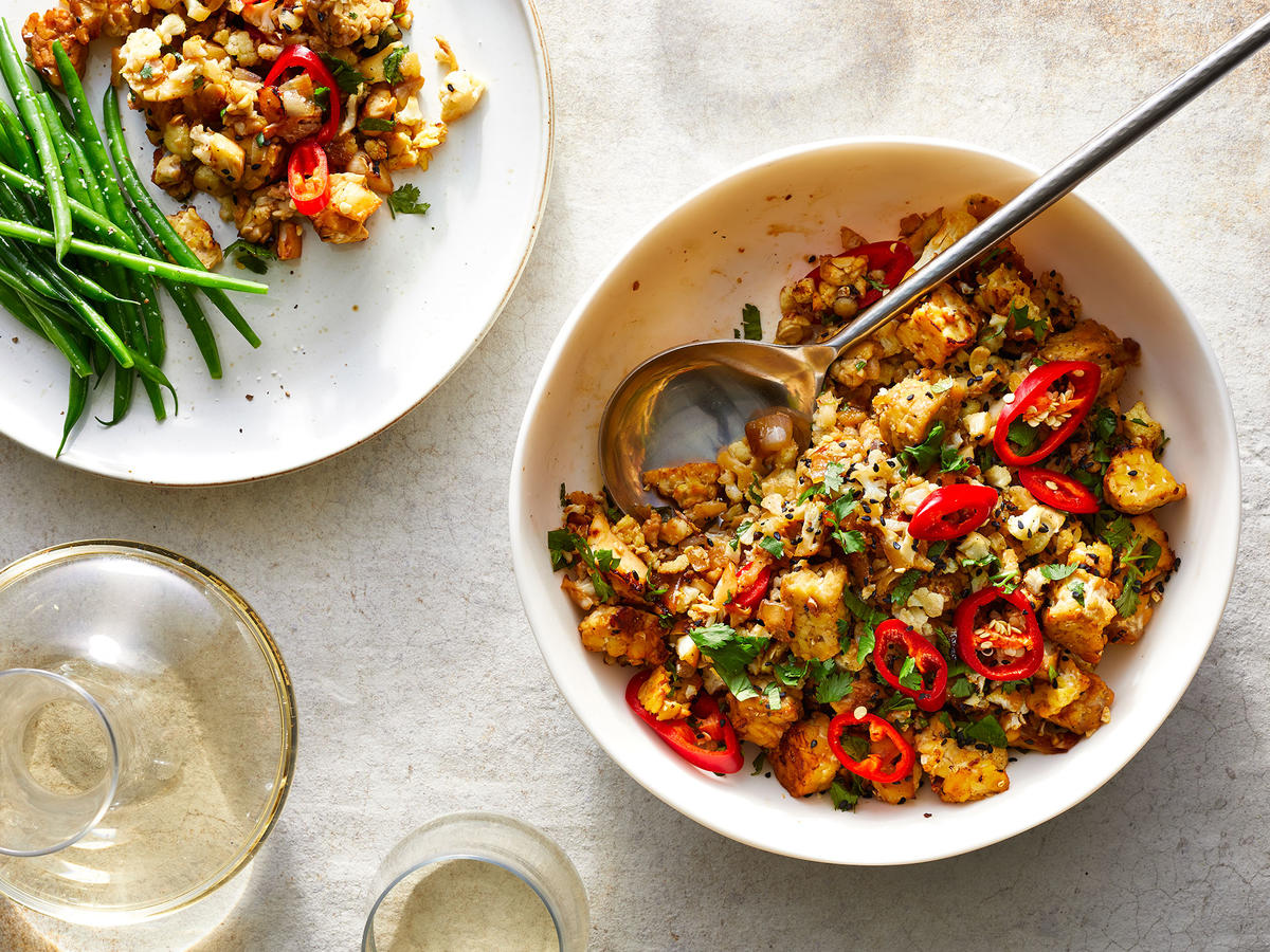 Peppered Honey Tempeh and Cauliflower Crumbles
