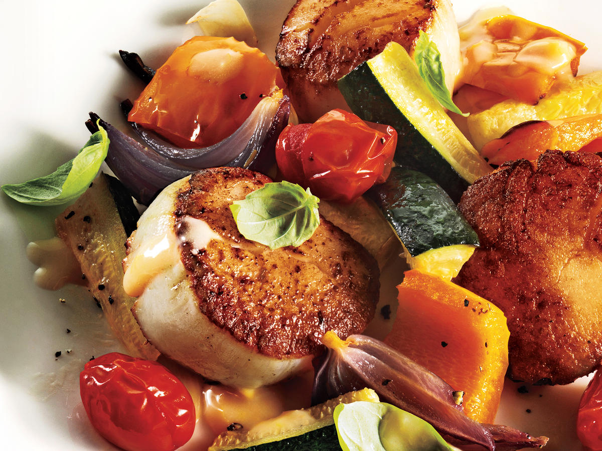 Seared Scallops With Summer Vegetables and Beurre Blanc