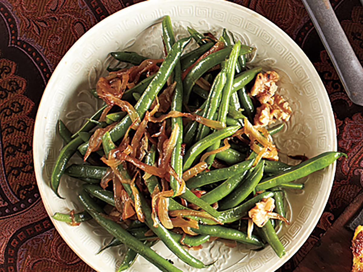 Green Beans with Caramelized Onions and Walnuts
