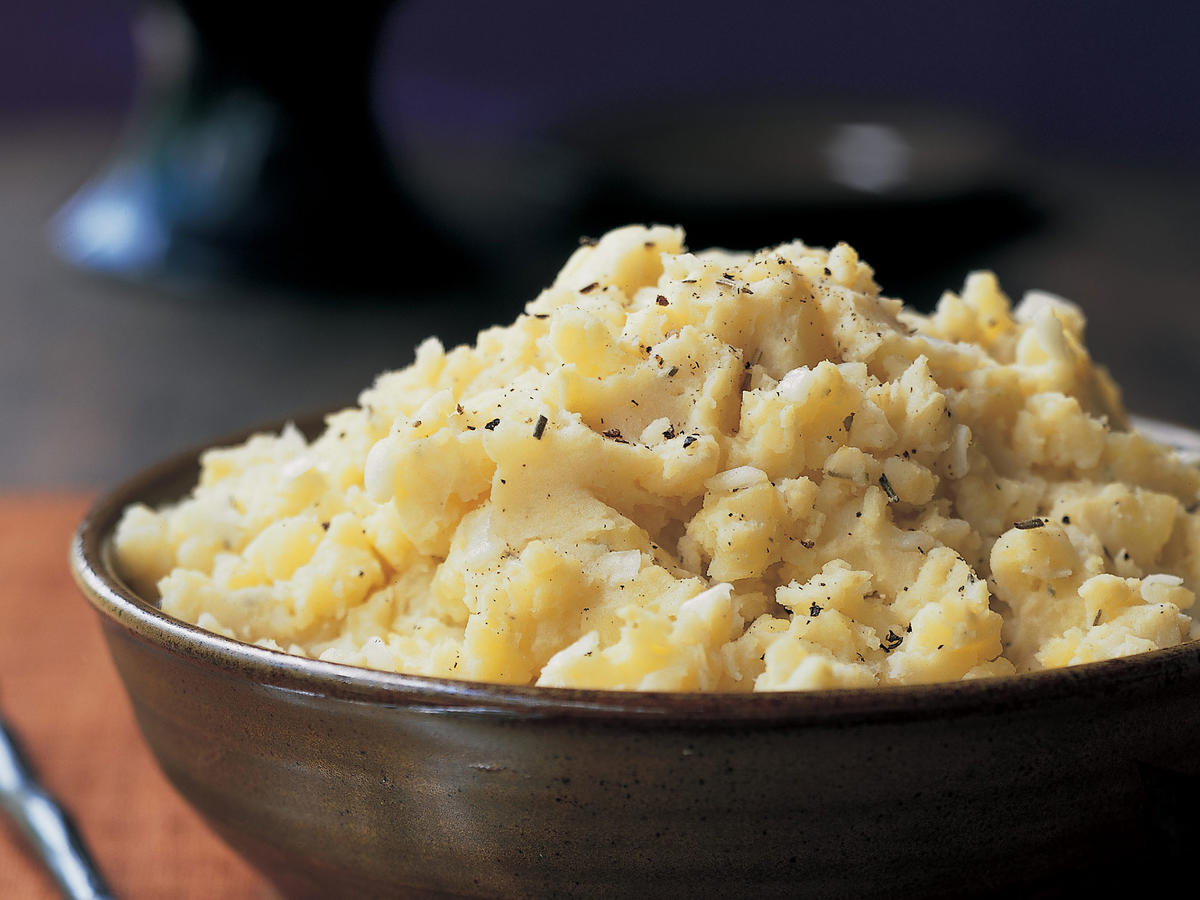 Mashed Potatoes With Roasted Garlic and Rosemary