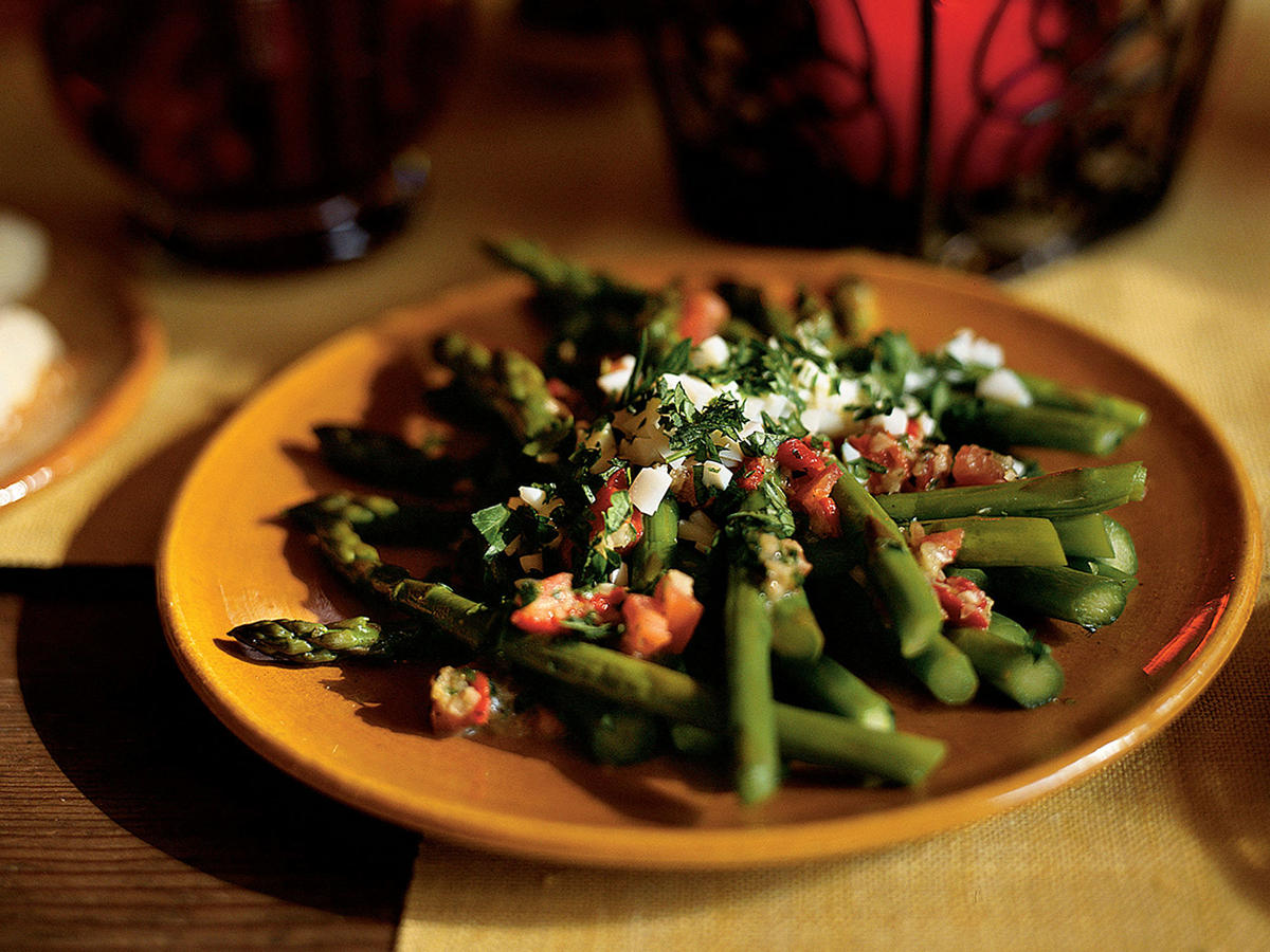 Healthy Asparagus Salad with Piquillo Peppers and Capers Recipe