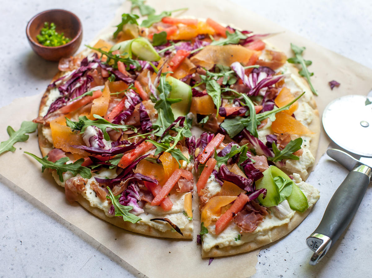 White Pizza With Melon and Prosciutto Is the Perfect Summer Meal—And It's Under 300 Calories