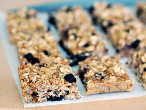 baked-blueberry-oatmeal-bars-2-500x375.jpg