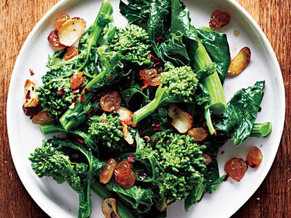 broccoli-rabe-garlic-golden-raisins.jpg