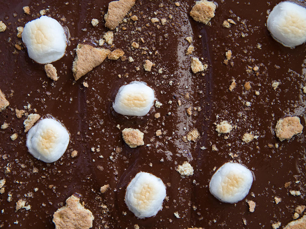chocolate-graham-crackers-marshmallow.jpg