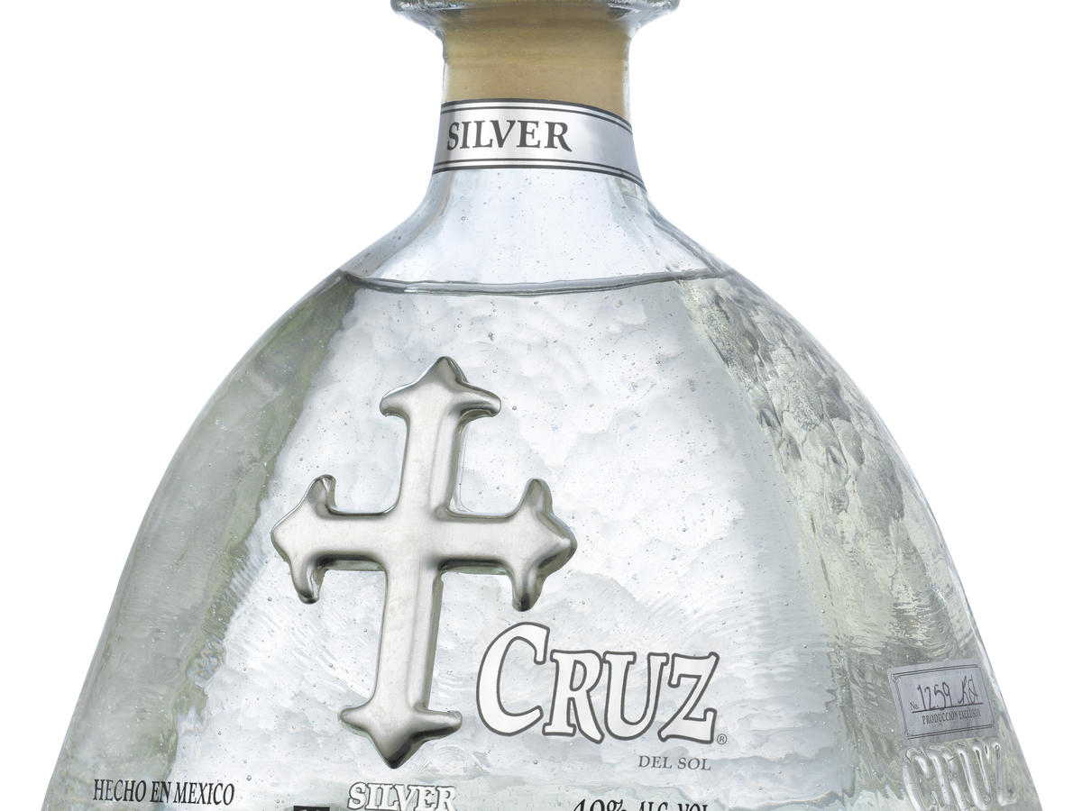 cruz-silver-750ml-hi-res-angled-bottle-shot.jpg