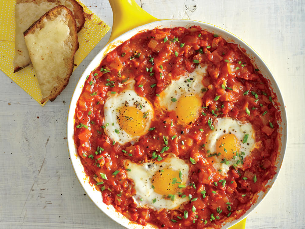 eggs-poached-tomato-sauce-garlic-cheese-toasts-ck.jpg