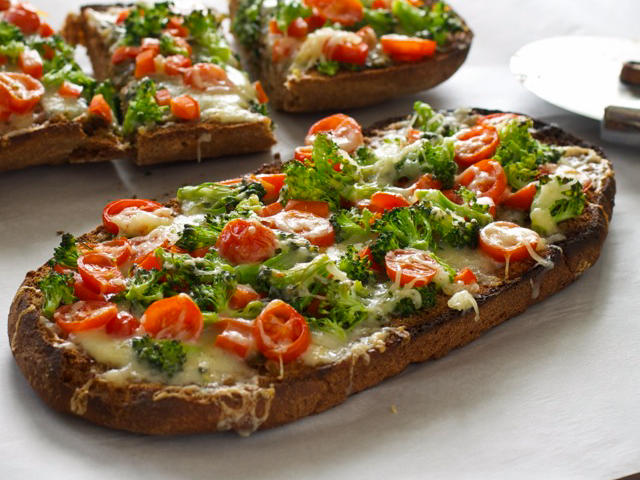 french-bread-vegetable-pizza-sliced.jpg
