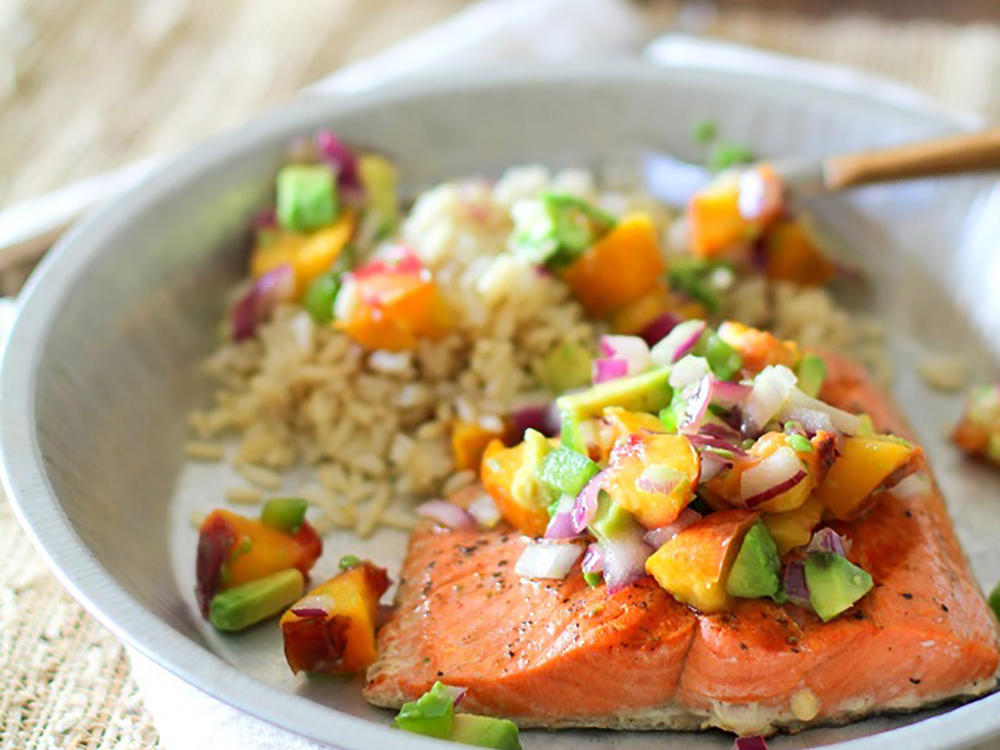 grilled_salmon_with_grilled_peach_and_avocado_salsa_1.jpg