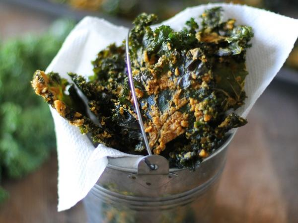 nacho_cheese_kale_chips.jpg