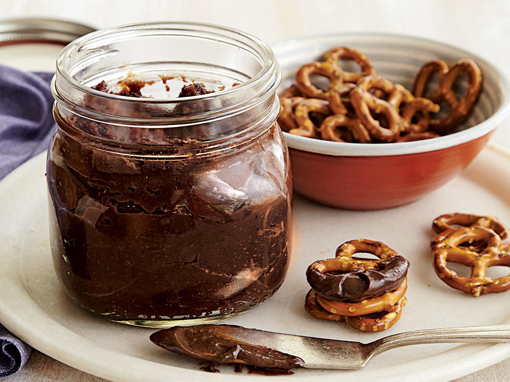 oh4397p165-chocolate-hazelnut-spread.jpg