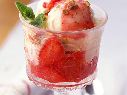 strawberry-sundaes.jpg