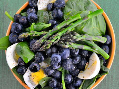 vegetarian-gluten-free-blueberry-asparagus-and-spinach-salad3.jpg