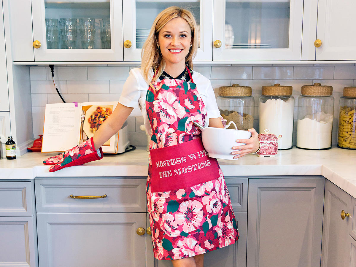 Reese Witherspoon's Draper James Is Having a Major Sale—Here Are 9 Kitchen Items We're Loving