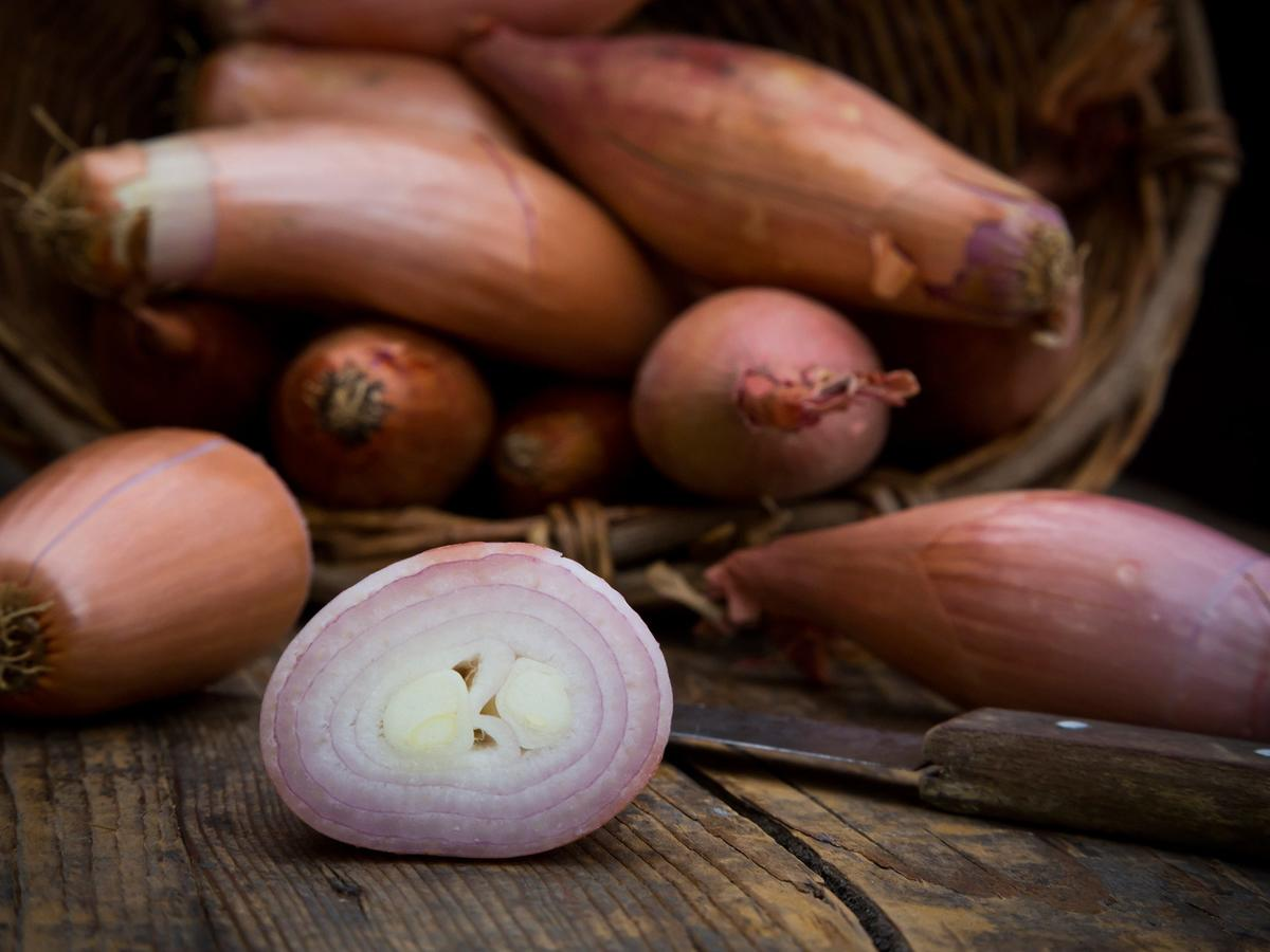 What's the Difference Between Onions and Shallots?