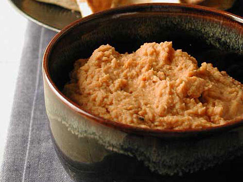 Quick and Healthy Garlic and Sun-Dried Tomato Hummus Recipe
