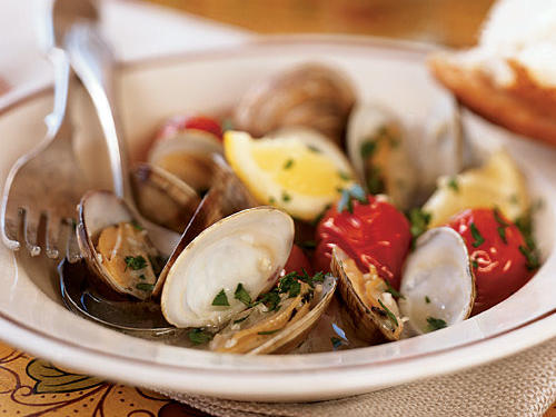 Every coastal cuisine has a quick-and-easy recipe for steamed shellfish in broth; this one comes from the Basque region of Spain, and uses sweet tomatoes, pungent garlic, and bright lemon to flavor clams. It's also rich in protein and iron, low in fat, and comes in at about 300 calories per serving.