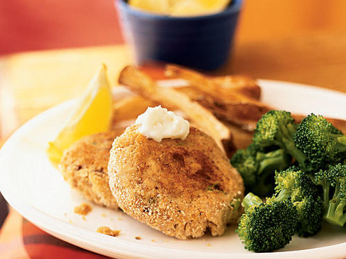 Salmon is a good source of heart-healthy omega 3 fatty acids, and this recipe uses canned salmon to make things quicker and easier. The crisp pan-fried patties get flavor from spicy Cajun seasoning and pungent Dijon mustard, as well as the garlicky, creamy aioli for dipping.