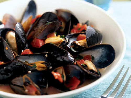 The people of Belgium dine on moules-frites, a staple dish of mussels and French fries. Try your hand at this international favorite. Steam mussels and place them in this savory wine broth. Lighten up the traditional way by having some plain toasted bread handy to soak up the broth. A glass of chilled white wine goes nicely with this dish.