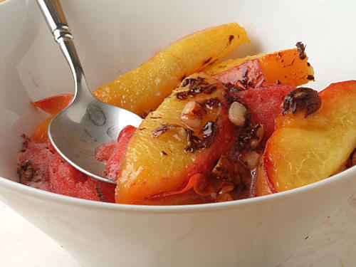 This dish adds a nutritious sweet topping―fresh peaches―to the all-around favorite vanilla ice cream. A sprinkle of nuts contributes heart-healthy fats.