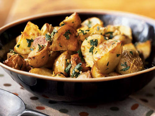 Healthy Garlicky Roasted Potatoes with Herbs Recipe