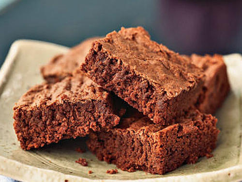 If you love the rich flavor of Mexican hot chocolate spiced with cinnamon, this dessert will delight you. These brownies are best served warm and gooey.