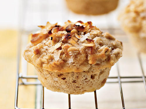 The crunchy-sweet topping of coconut, macadamia nuts, and oats brings regular muffins to new heights. Canola oil and macadamia nuts offer a dose of healthy monounsaturated fat.