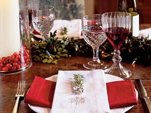 Use a garland to bring green to the table, which is a great source of color, as well as a conversation starter.