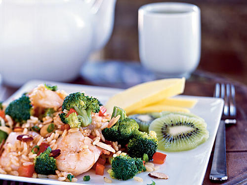 Menu (Time: 33 minutes): Green tea Shrimp and Broccoli Fried Rice with Toasted Almonds Sliced mango and kiwiTake-out version (about 2 cups): 577 calories, 20.5 grams fat (sodium information unavailable)Our version (1 3/4 cups): 442 calories, 12.6 grams fat, 693 milligrams sodium
