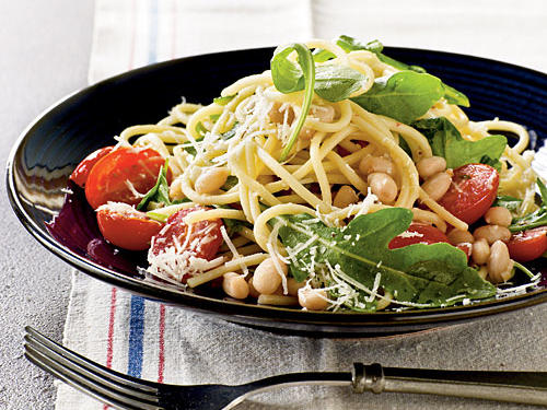 Garlicky Spaghetti with Beans and Greens