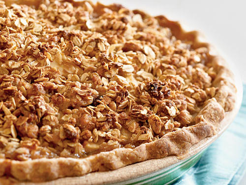 Combine the best of fall and winter flavors in this must-try pie recipe. The oatmeal streusel topping shines as a crunchy companion to the tart-sweet filling.