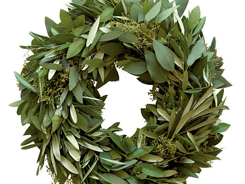 Festive and fragrant, ordering a Lindsay Olives wreath is sure to become a holiday tradition. For a beautiful first impression, fix the wreath to the entryway door and scents of fragrant bay and eucalyptus will great guests as they are welcomed into your home. Proceeds from each sale benefit Meals on Wheels.