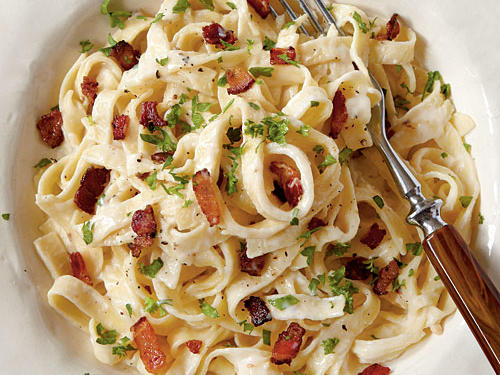 Superfast Holiday Dishes Fettuccine Alfredo with Bacon