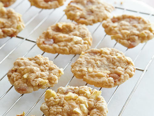 With dried apples and caramel candies in every bite, our less-than-100-calorie oatmeal cookies give you the flavors of fall year-round.