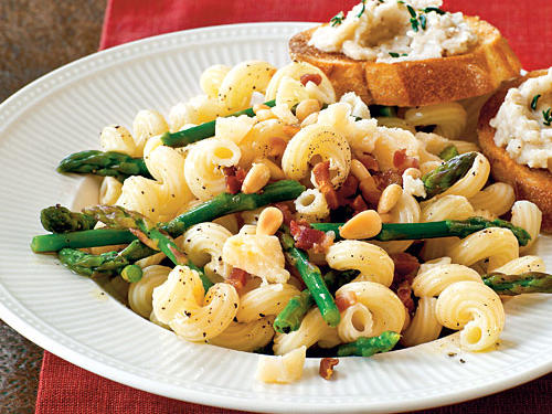100 Pasta Recipes: Pasta with Asparagus, Pancetta, and Pine Nuts