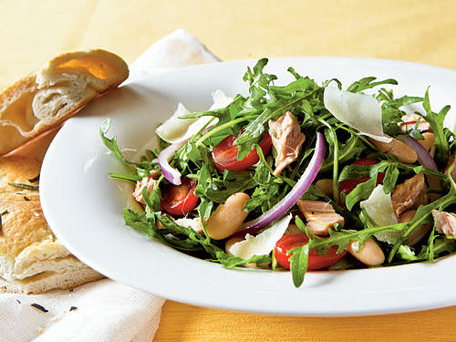 This no-cook dinner recipe is packed with colorful vegetables and gets a flavor kick from its zesty vinaigrette. Amp up your can of packed tuna by adding it to a bowl of greens and white beans rather than settling for another mayonnaise-based tuna salad.