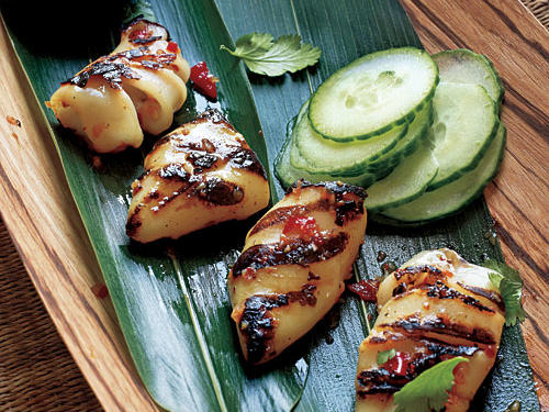 The spice rub and dipping sauce are hot, hot, hot (but quite good). Serve with slices of cucumber and fresh cilantro leaves for a cooling effect in the mouth. Thai chiles are very spicy, so you can use fewer (and increase the mild bell pepper) to tame the heat.
