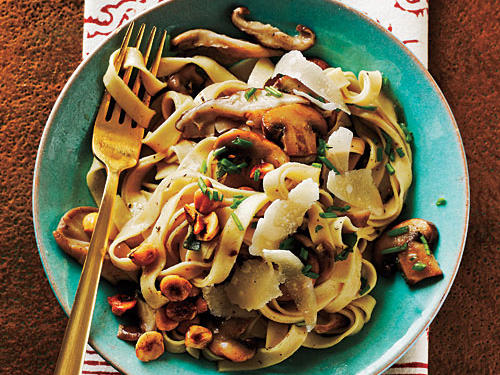 100 Pasta Recipes: Fettuccine with Mushrooms and Hazelnuts